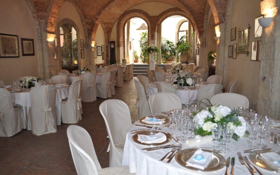 Mise en place per eventi speciali: apparecchiare la tavola con stile ed eleganza